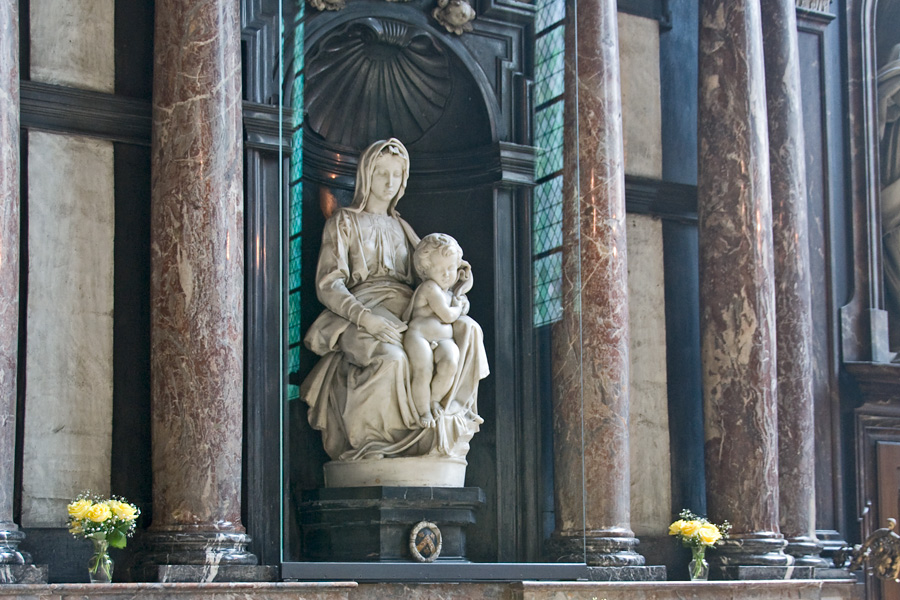 Мадонна с младенцем, Брюгге