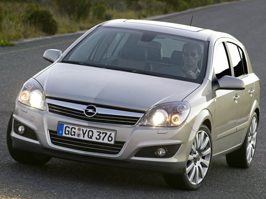 Opel Astra, продажи  - 37,1 тыс. шт