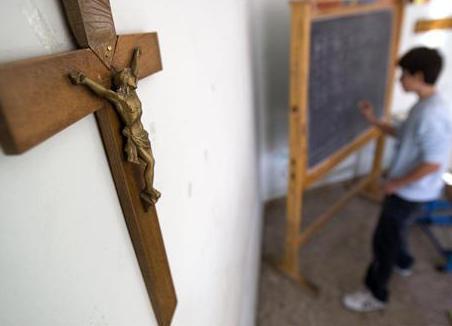 Распятие Христа в школе