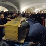 Гроб Папы Римского вынесли из склепа