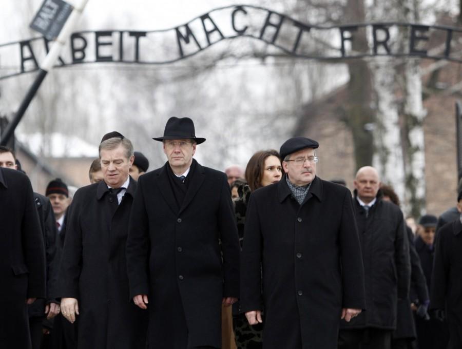В Польше восстановили надпись - Труд освобождает