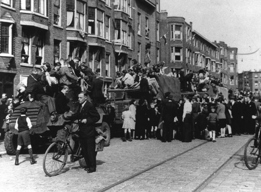 Освобождение Нидерландов. Амстердам. Встреча освободителей (ANP)