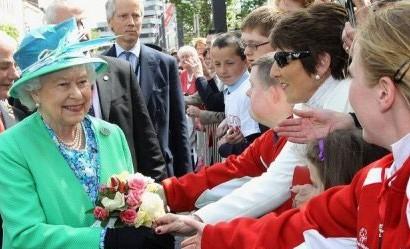 Елизавета II совершила экскурсию по Ирландии