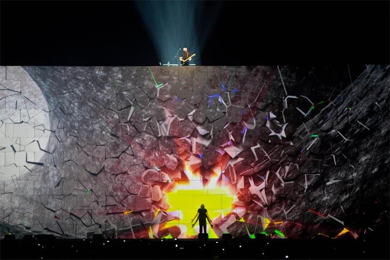 Роджер Уотерс и Дэвид Гилмор исполняют Comfortably Numb