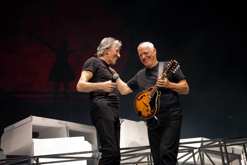 Роджер Уотерс и Дэвид Гилмор вместе на сцене, май, Лондон 2011 г.