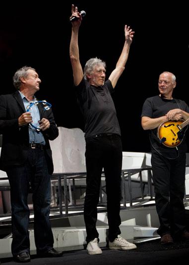 Роджер Уотерс, Дэвид Гилмор и Ник Мэйсон вместе на сцене, май, Лондон 2011 г.