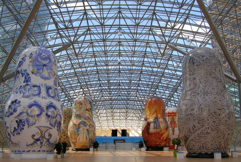 Выставка гигантских матрешек в Москве