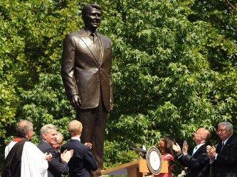 В Лондоне появился памятник Рейгану
