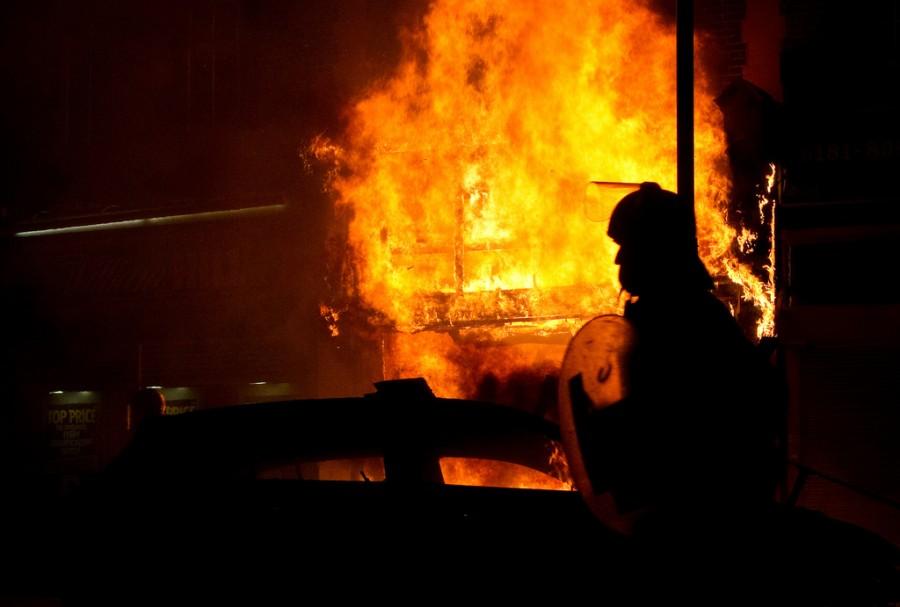 Массовые беспорядки на севере Лондона в Тоттенхэме