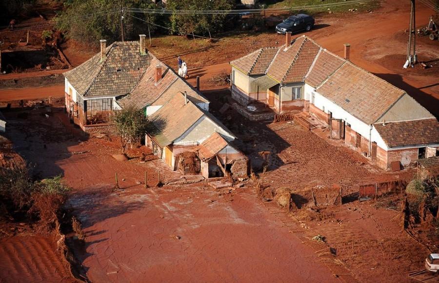 Октябрь 2010, наиболее пострадавший из всех населенных пунктов - город Колонтар