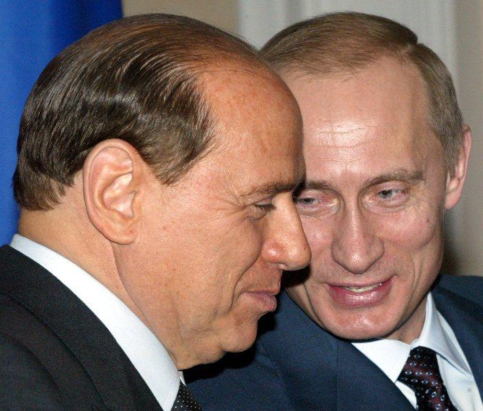 Давние друзья - Сильвио Берлускони и Владимир Путин