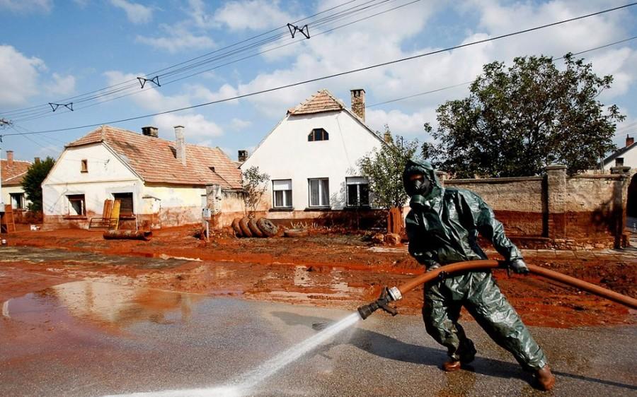 Октябрь 2010, Дечевер, борьба с последствиями катастрофы