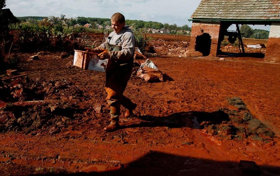 Октябрь 2010, Колонтар, борьба с последствиями разрушений