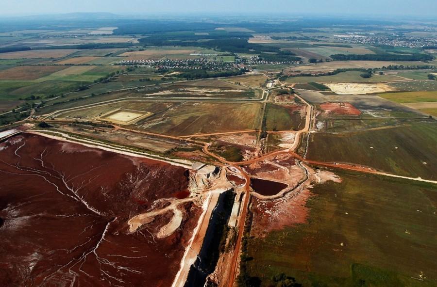 Сентябрь 2011, резервуар с красным шламом сегодня