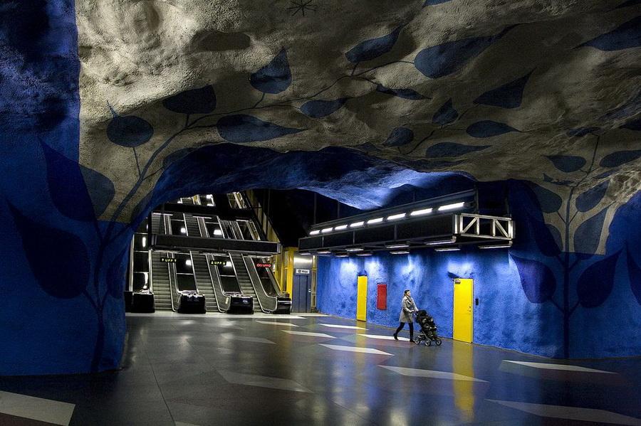 Метро Стокгольма - синие листья