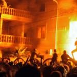 К беспорядкам на улицах подключились футбольные фанаты