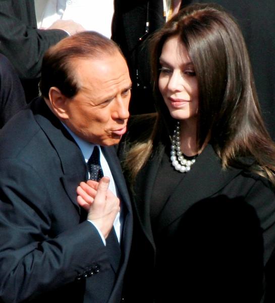 Сильвио Берлускони со своей второй женой Вероникой Лацио в 2005 году