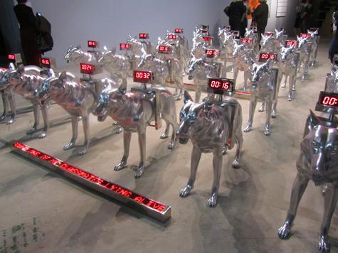 Стальные собаки символизируют войны и терроризм