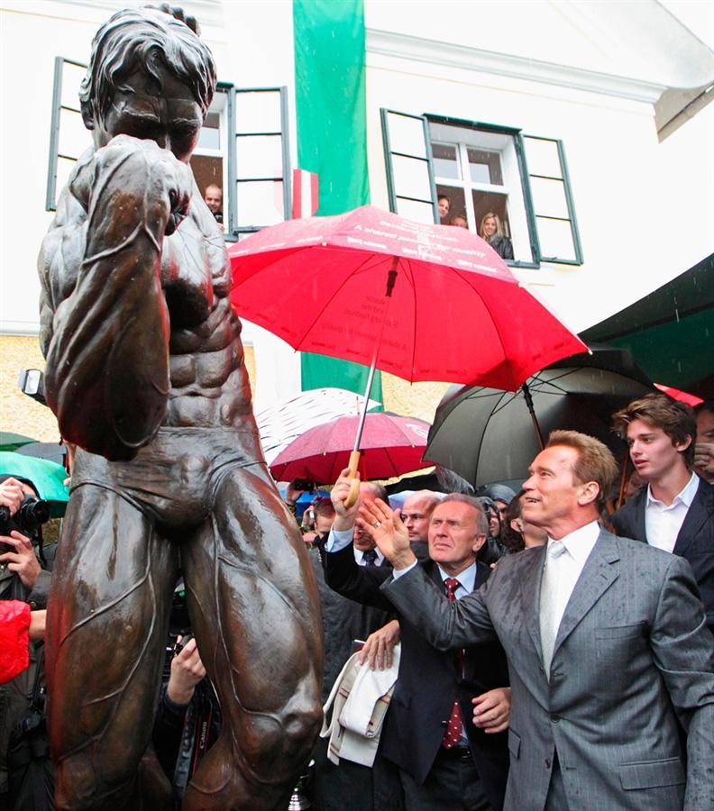 Арнольд Шварценегер вместе со своим сыном открывает свой музей в Австрии
