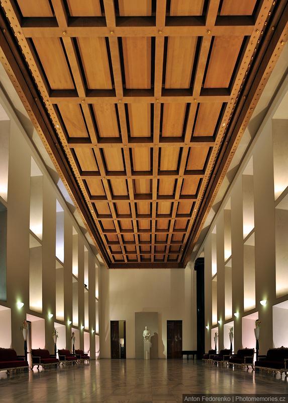 Парадный зал в репрезентационных просторах