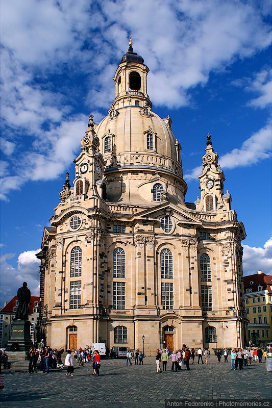 Воссозданный костёл Фрауенкирхе в Дрездене