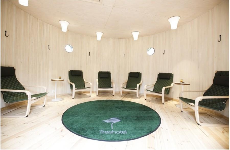 Сауна рассчитана на 8-х посетителей, здесь так же имеется ванная и зона отдыха