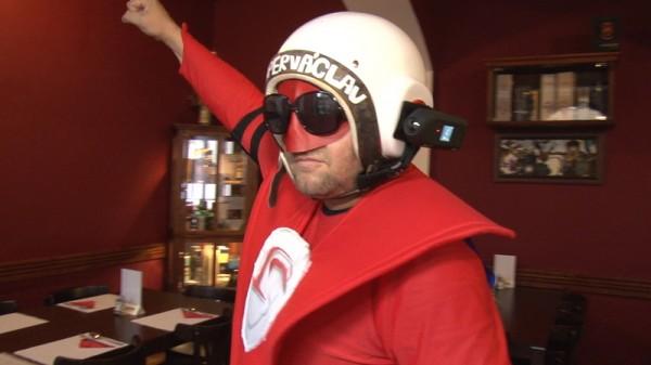 Все свои героические поступки, Супер Вацлав записывает на видеокамеру, прикрепленную к шлему