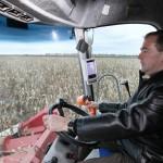 Дмитрий Медведев в кабине уборочного комбайна