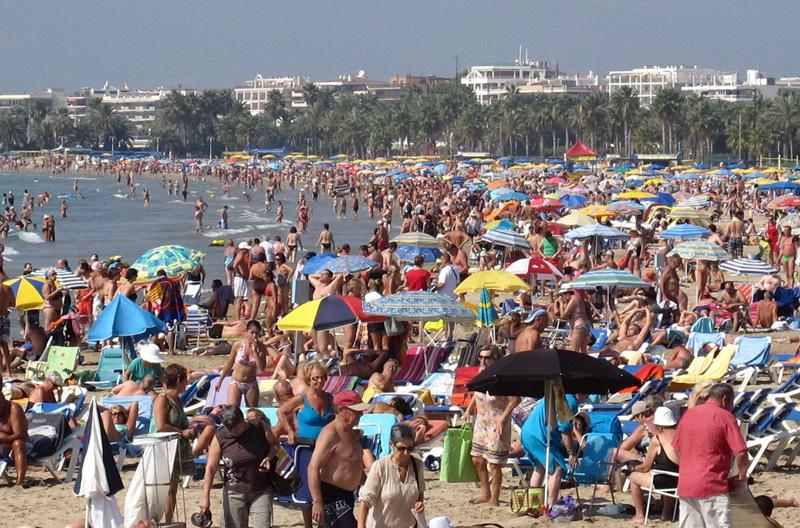 Городской пляж в Салоу, Испания, 1 октября