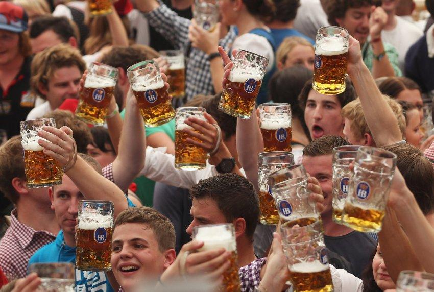 Пиво рекой на Oktoberfest 2011