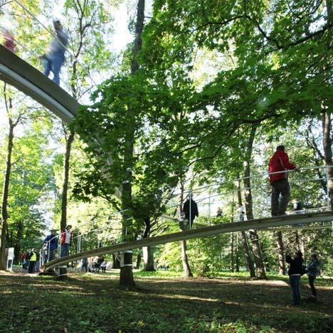 Тропа, длиною 95 метров опирается только на деревья