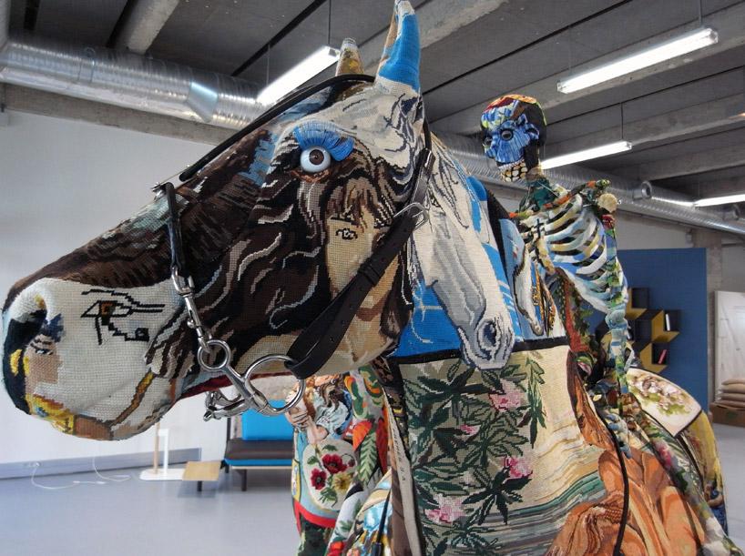 Отдельные элементы скульптуры – гобелены или картинки из жизни