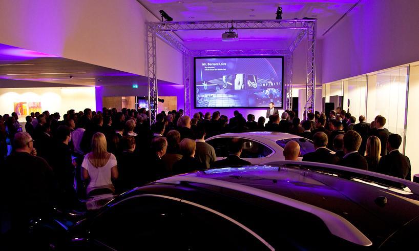 Открытие салона Infiniti класса-люкс в Стокпорте, 13 октября, Великобритания