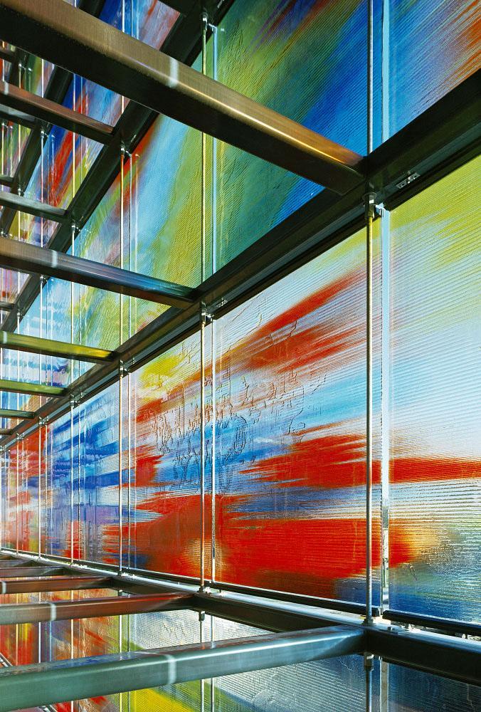 Прозрачность информации, выразилась в архитектуре и отделке