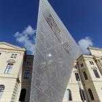 Асимметричный клин из стали, стекла и бетона в Военно-историческом Музее Дрездена