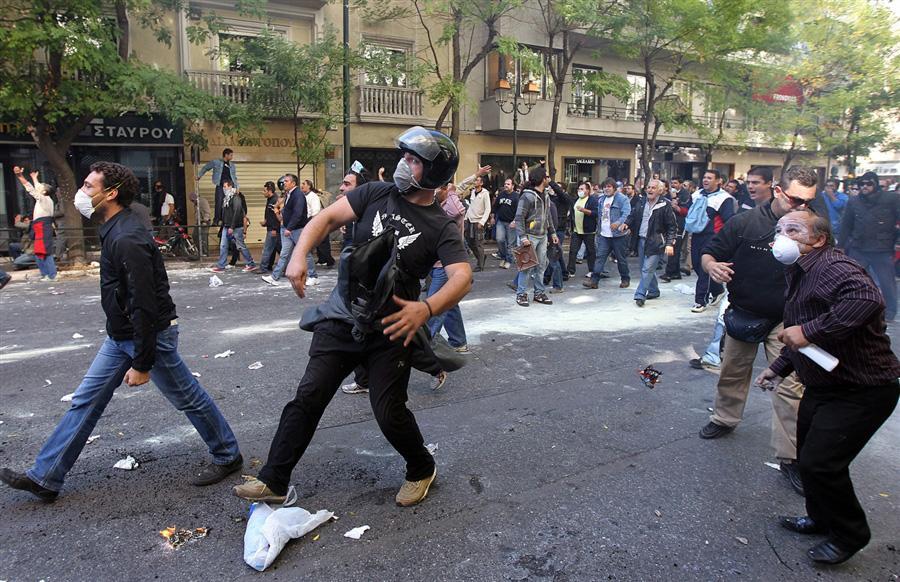Протестующие выступают против жестких мер экономии, Афины, 19 октября