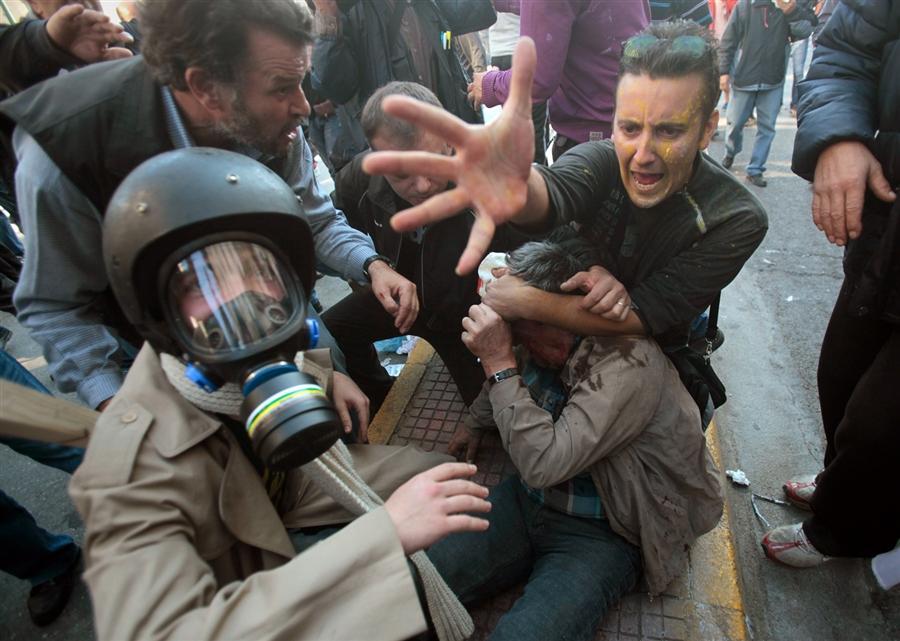 Столкновение протестующих с полицией закончилось кровопролитием, Афины, 20 октября