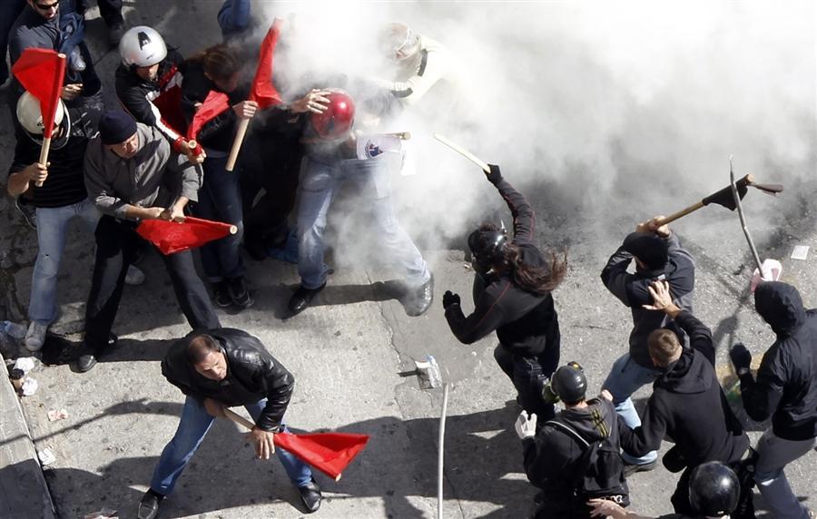 Столкновение коммунистов и черной молодежи на площади Конституции в Афинах, 20 октября
