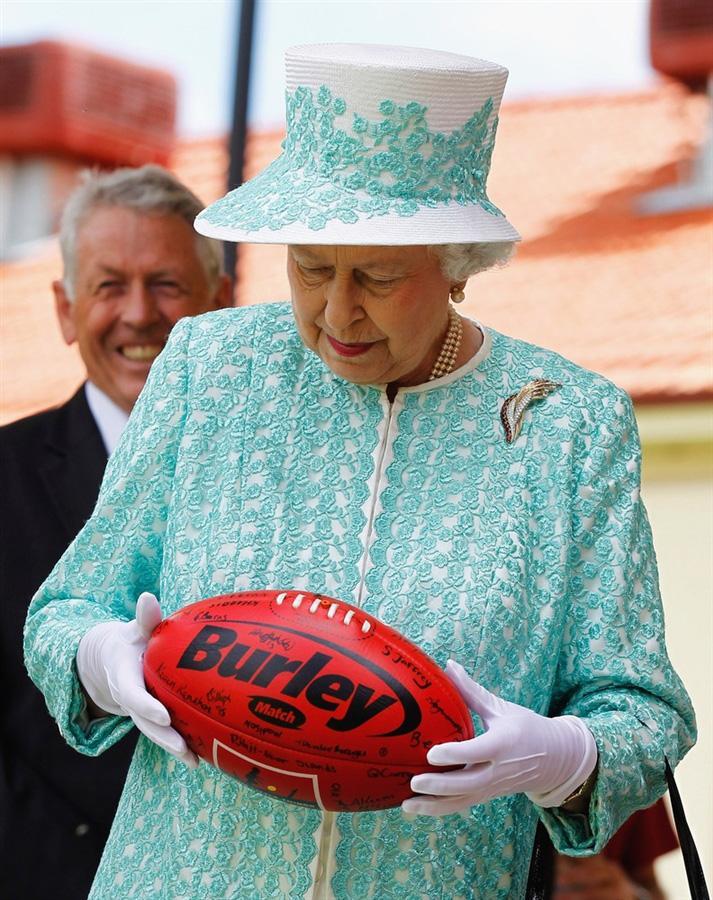 Елизавета II и герцог Эдинбургский находятся с 10-ти дневным визитом в Австралии