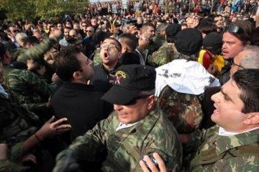 Военный парад в Греции был сорван демонстрантами