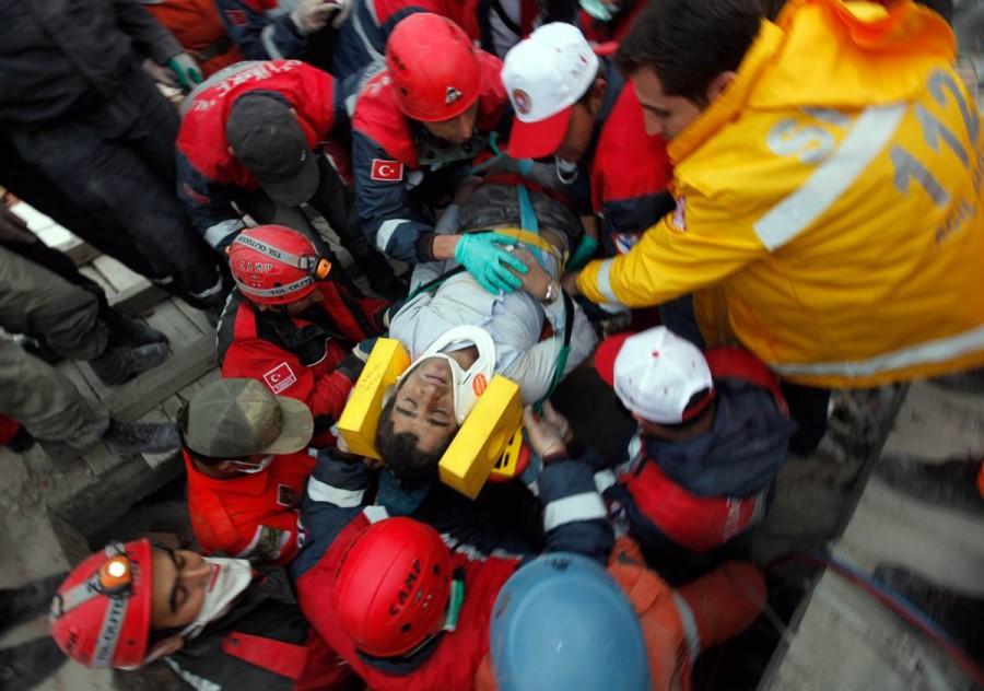 На сегодняшний день найдено 264 человека, погибшими под завалами и около 1 000 раненых, Турция, 24 октября