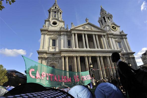 В Лондоне из-за демонстрантов закрыли собор