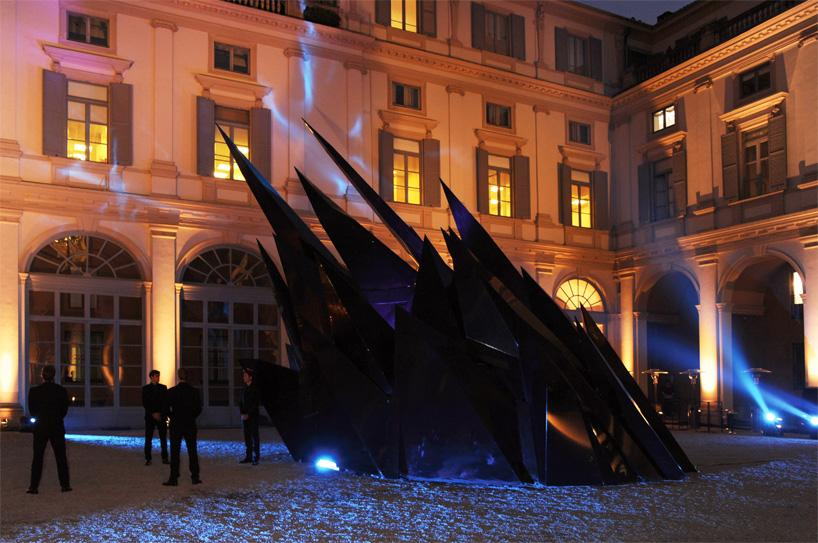Презентационная установка телефона Vertu на Палаццо Сербеллони в Милане, Италия