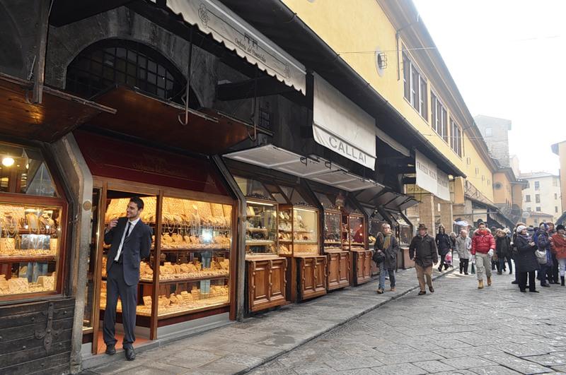 Ювелирные магазины на мосту Поте Веккьо во Флоренции