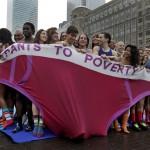50 человек в Лондоне пытались влезть в негабаритное нижнее белье