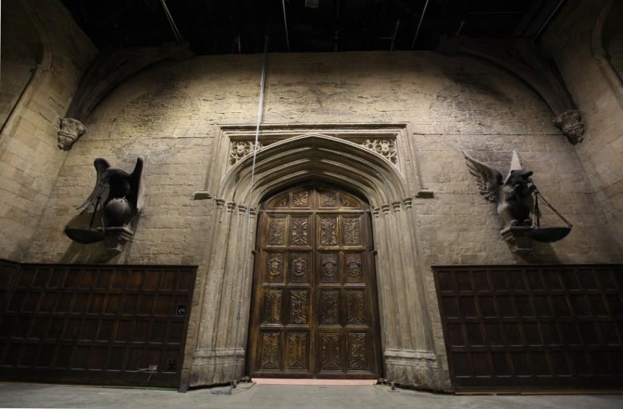 Двери в Зал Чародейства и волшебства