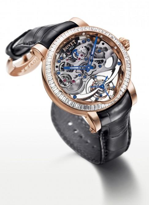 Один из номинантов - женские часы, 180 000 швейцарских франков, Bovet Fleurier, красное золото