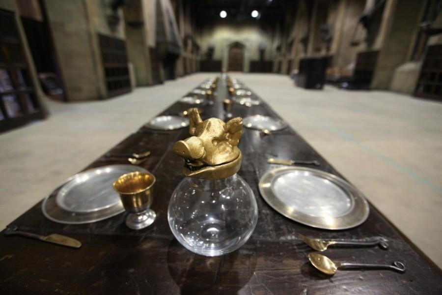 Обеденный стол в Зале чародейства и волшебства
