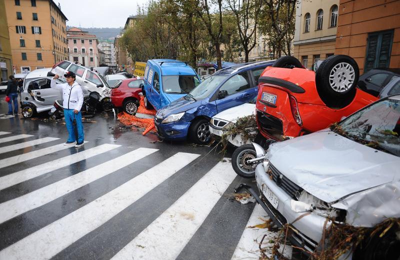 Многие дороги Генуи полностью заблокированы