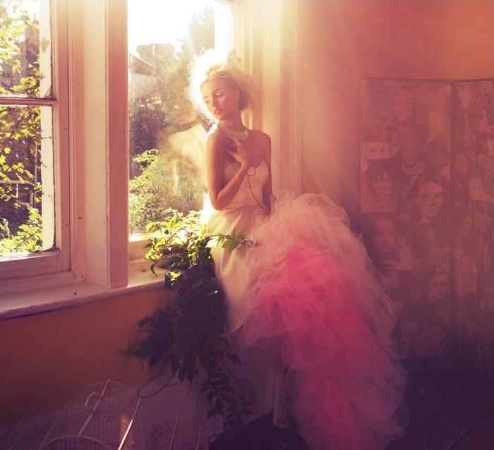 Нематериальная девушка, фотограф моды Miss Aniela из Великобритании